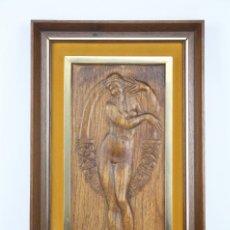 Antigüedades: BAJORRELIEVE DE ESTILO MODERNISTA EN MADERA TALLADA - MUJER DESNUDA CON CORONA FLORES - ART NOUVEAU. Lote 104771695