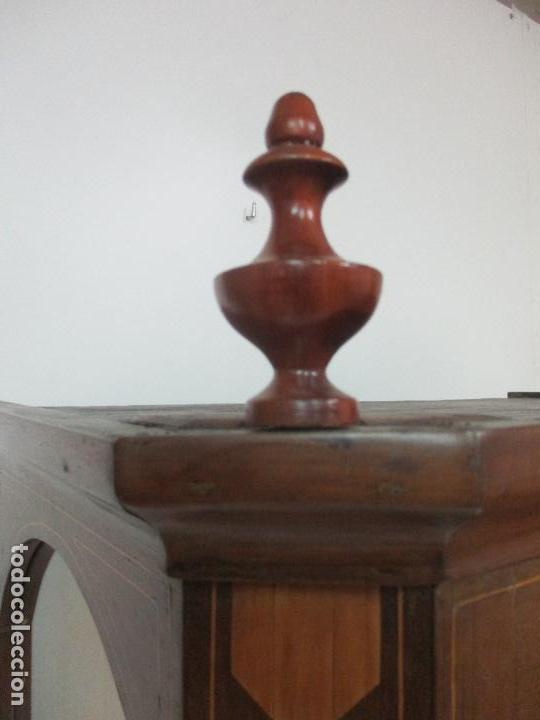 Antigüedades: Antigua Capilla - Vitrina - Carlos IV - Madera de Nogal - Marquetería - Finales S. XVIII - Foto 7 - 105985151