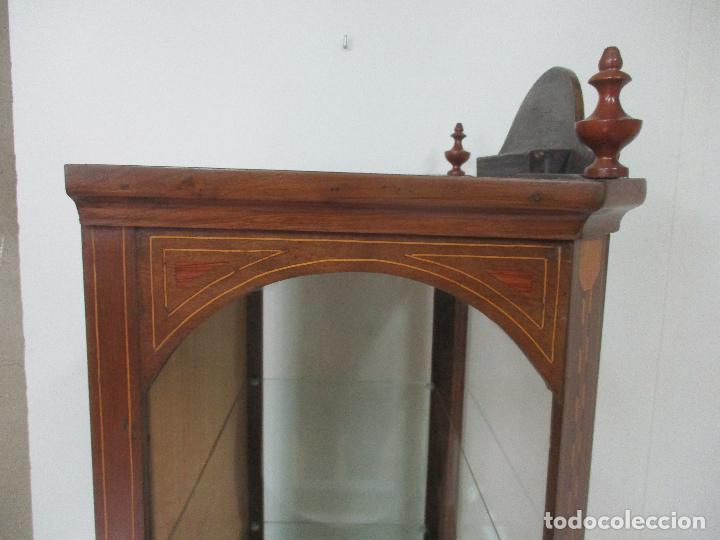 Antigüedades: Antigua Capilla - Vitrina - Carlos IV - Madera de Nogal - Marquetería - Finales S. XVIII - Foto 18 - 105985151