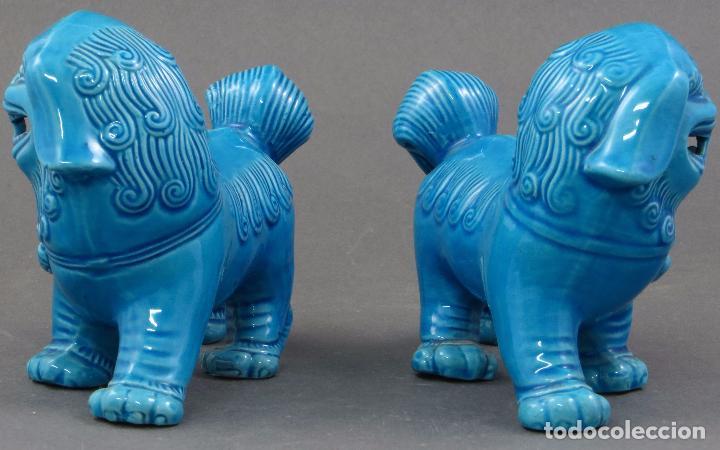 Antigüedades: Pareja Furias Foo en pie cerámica esmaltada azul China S XX - Foto 3 - 105995055