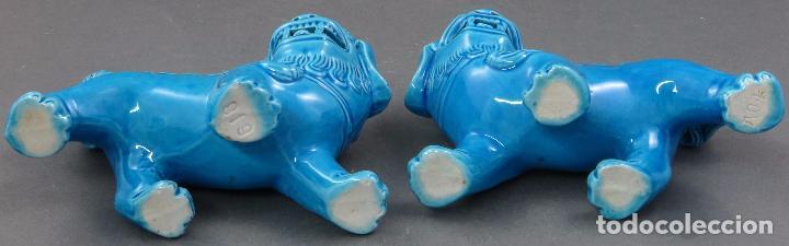 Antigüedades: Pareja Furias Foo en pie cerámica esmaltada azul China S XX - Foto 5 - 105995055