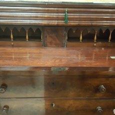 Antigüedades: COMODA EN CAOBA ESCRITORIO CON GAVETA SECRETER. Lote 106009383