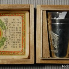 Antigüedades: BELLISIMA CAJITA CON 3 VASITOS CEREMONIALES JAPONESES DE PLATA PURA.AÑOS 1900-1930.ESPECTACULARES. Lote 106009567