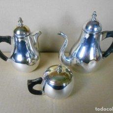 Antigüedades: JUEGO DE CAFÉ DE ALPACA PLATEADA (CAFETERA - LECHERA Y AZUCARERA) ASAS EN MADERA. Lote 106023283