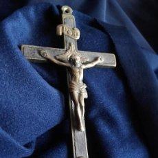 Antigüedades: CRUZ RELIGIOSA BRONCE Y MADERA. Lote 106059571