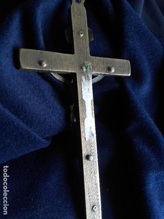 Antigüedades: Cruz religiosa bronce y madera - Foto 3 - 106059571