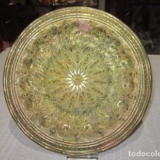 Antigüedades: PLATO DE LATÓN REPUJADO. 20 CMS. DIÁMETRO.. Lote 143390221