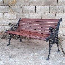Antigüedades: BANCO ANTIGUO DE MADERA Y HIERRO, SOFA O BANCO DE JARDÍN ESTILO FRANCÉS, RETRO VINTAGE. Lote 106072359