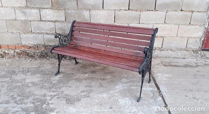 Antigüedades: Banco antiguo de madera y hierro, sofa o banco de jardín estilo francés, retro vintage - Foto 2 - 106072359