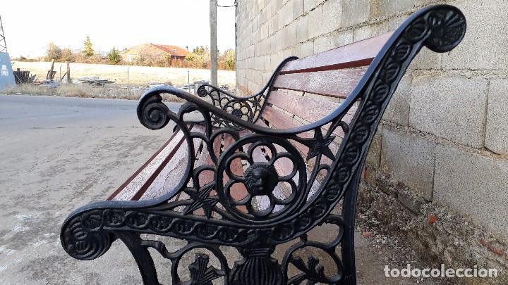 Antigüedades: Banco antiguo de madera y hierro, sofa o banco de jardín estilo francés, retro vintage - Foto 3 - 106072359
