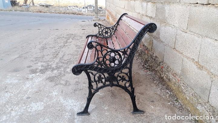 Antigüedades: Banco antiguo de madera y hierro, sofa o banco de jardín estilo francés, retro vintage - Foto 7 - 106072359