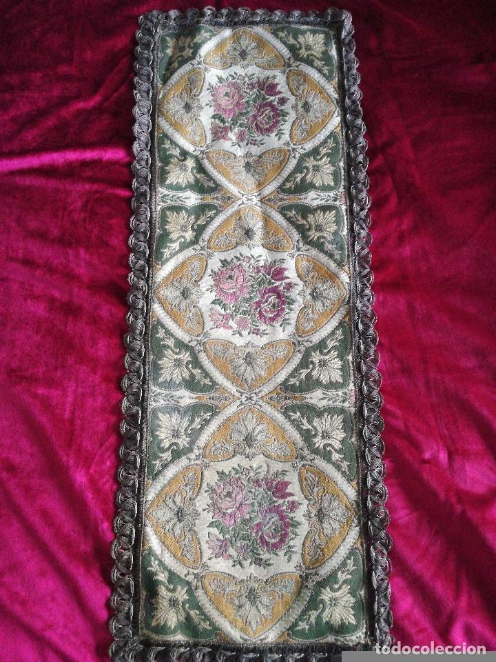 PRECIOSO TAPETE RELIGIOSO (Antigüedades - Religiosas - Ornamentos Antiguos)