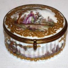 Antigüedades: CAJITA EN PORCELANA ALEMANA DE MEISSEN. FINALES SIGLO XIX. Lote 106160543