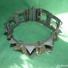 Antigüedades: IMPRESIONANTE CARLANCA TODO METAL COLLAR PERRO MASTIN PROTECCIÓN ATAQUES DEL LOBO CARRANCA AÑOS 40. Lote 106191683