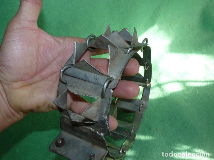 Antigüedades: IMPRESIONANTE CARLANCA TODO METAL COLLAR PERRO MASTIN PROTECCIÓN ATAQUES DEL LOBO CARRANCA AÑOS 40 - Foto 6 - 106191683