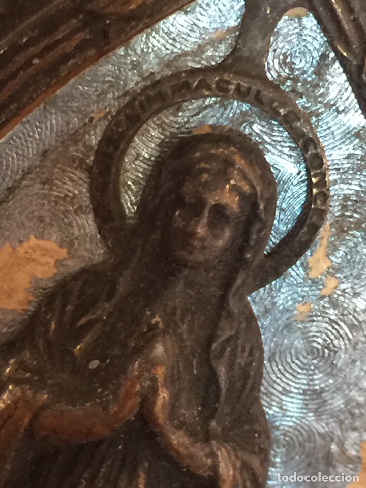 ANTIQUÍSIMO PORTAPAZ RELIEVE RELIGIOSO DE LA VIRGEN DE LOURDES (Antigüedades - Religiosas - Varios)