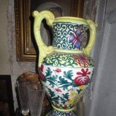 Antigüedades: ANTIGUO JARRON GRANDE PUEDE SER DE TOLEDO O TALAVERA DE LA REINA CERAMICA SIGLO XIX 42 CMS. Lote 106626227