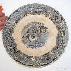 Antigüedades: GRAN BANDEJA CERAMICA FUENTE O PLATO GRANDE CARTAGENA LA AMISTAD ESCENA CAZA DEL LEON XIX . Lote 106650019