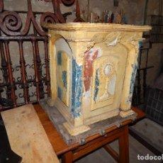 Antigüedades: BELLO SAGRARIO POPULAR DEL XVII MADERA DE NOGAL Y OLMO. Lote 106661391