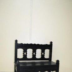 Antigüedades: BANCA ANTIGUA INFANTIL DE MADERA TALLADA . Lote 106708143