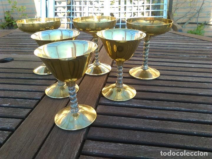 Antigüedades: LOTE 6copas de metal con cobertura de plata y pie en columna salomónica: 3 de vino y otras 3 champán - Foto 2 - 106756271