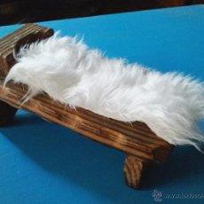 Antigüedades: ANTIGUA CUNA DE MADERA DE NIÑO JESUS. MIDE 18 X 9 CMTRS.. Lote 106897099