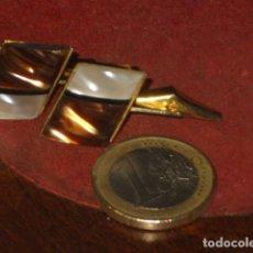 Antigüedades: ANTIGUOS GEMELOS DE NACAR.. Lote 106932247
