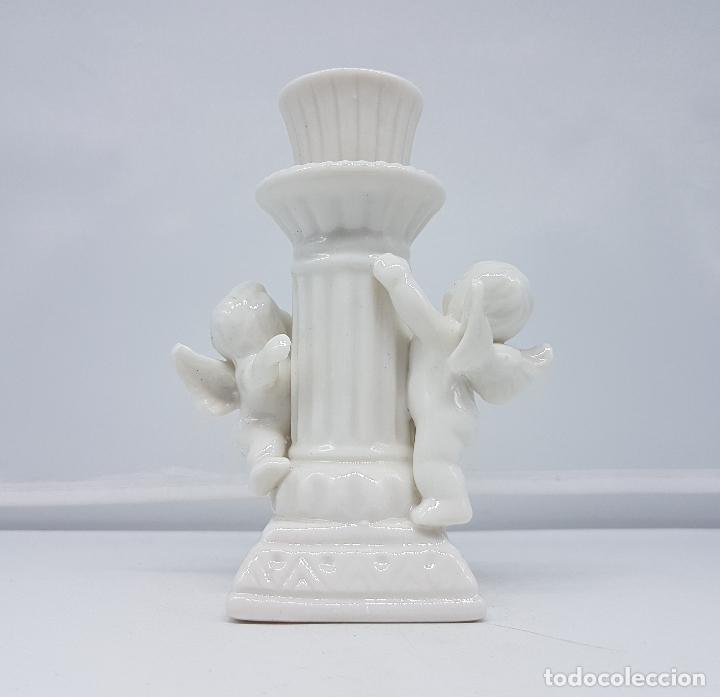 Antigüedades: Candelabro antiguo en porcelana alemana blanca con forma de columna y angelotes . - Foto 3 - 106953027