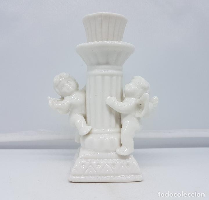 Antigüedades: Candelabro antiguo en porcelana alemana blanca con forma de columna y angelotes . - Foto 5 - 106953027