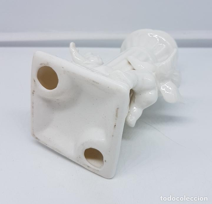 Antigüedades: Candelabro antiguo en porcelana alemana blanca con forma de columna y angelotes . - Foto 6 - 106953027