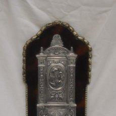 Antigüedades: BENDITERA DE COBRE CON BAÑO DE PLATA SOBRE TABLA. Lote 106979191
