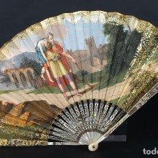 Antigüedades: ABANICO VARILLAJE EN NÁCAR PAÍS EN PAPEL ILUMINADO Y PINTADO ESCENA ROMANA PRIMER TERCIO SIGLO XIX. Lote 107045063