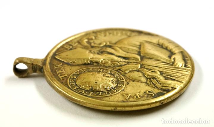 Antigüedades: PINJANTE DEL SIGLO XVIII. VIRGEN DE MONTSERRAT / PAPA BENEDICTO 4,3X5,5 CM. - Foto 3 - 107060383