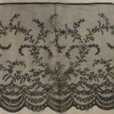 Antigüedades: ANTIGUA TOCA - MANTILLA DE ENCAJE CHANTILLY S.XIX. Lote 255509530