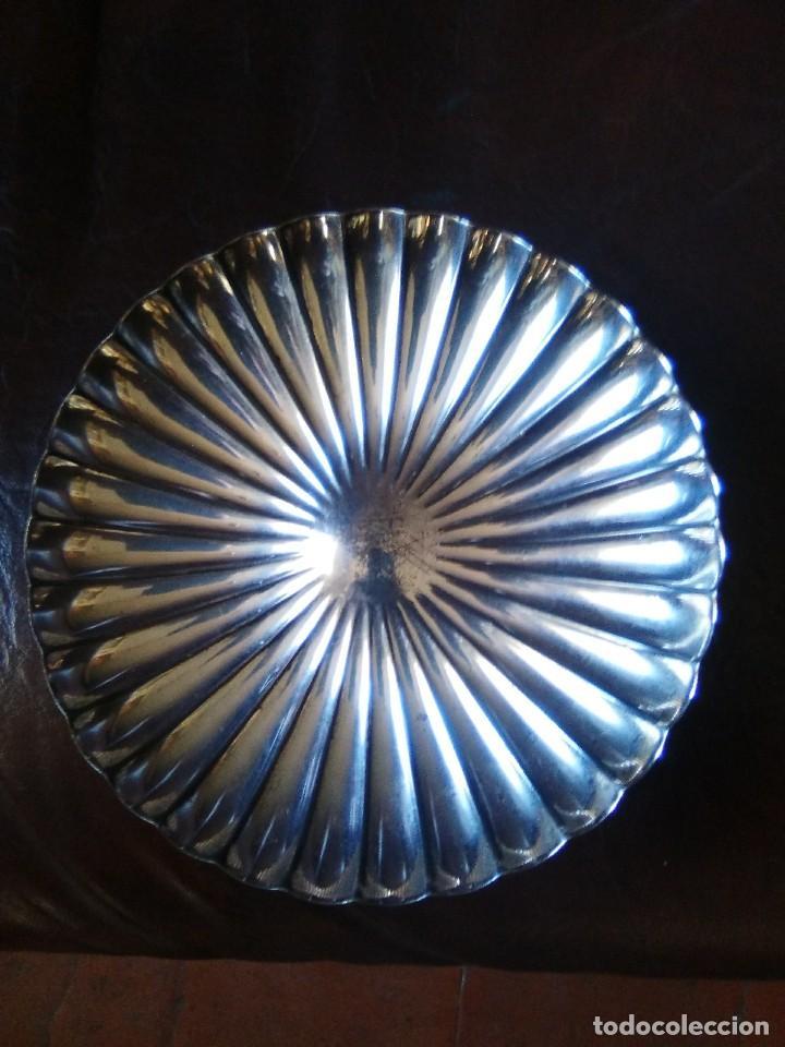 Antigüedades: Frutero de metal plateado. - Foto 2 - 107090415