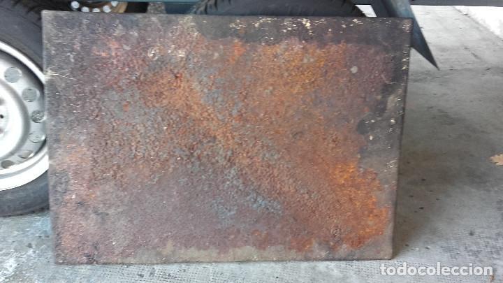 Antigüedades: Placa de chimenea con perro de caza - Foto 3 - 129322599