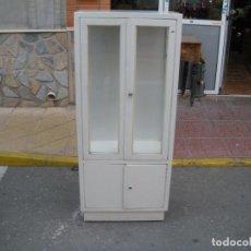 Antigüedades: VITRINA DE MÉDICO. Lote 107180755
