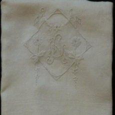 Antigüedades: ANTIGUA TOALLA DE LINO ADAMASCADO INICIALES BORDADAS .S.XIX. Lote 107208059