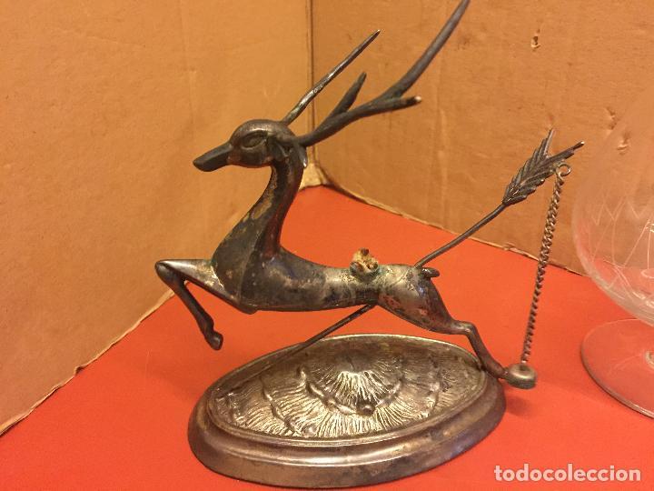 Antigüedades: Precioso ciervo calientacopas cognac Calentador de copas, antiguo en alpaca plateada, copa tallada - Foto 9 - 107251103