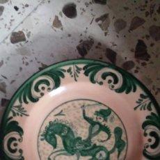 Antiquités: PLATO PUENTE DEL ARZOBISPO EN VERDE FIRMADO PEDRAZA. Lote 107282567