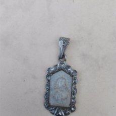 Antigüedades: MEDALLITA CON IMAGEN DE VIRGEN EN NACAR O MADREPERLA CON CONTRASTE. Lote 107298551