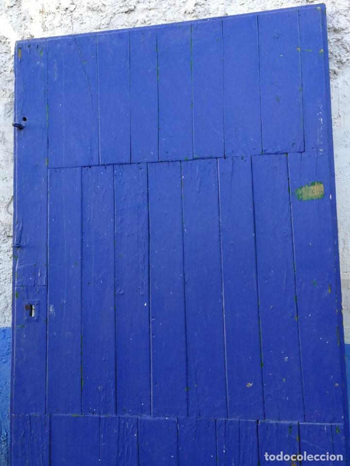 Puerta De Madera Antigua Pintada En Azul De 90 Cms De Ancho X 1 Mt Y 80 Cms De Alto