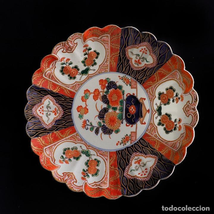Antigüedades: antiguo plato de imari - Foto 2 - 107366643