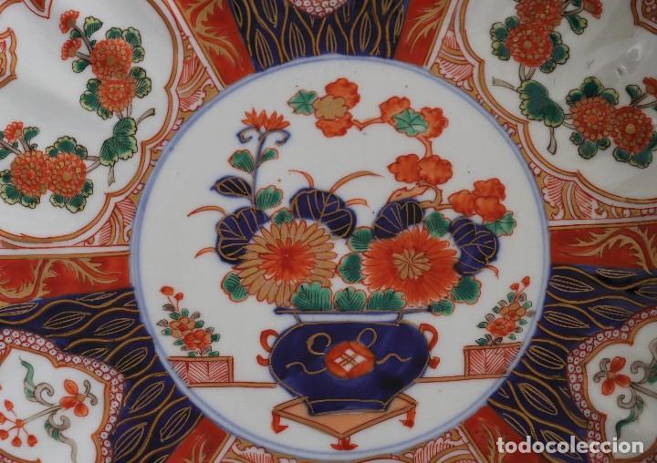 Antigüedades: antiguo plato de imari - Foto 3 - 107366643