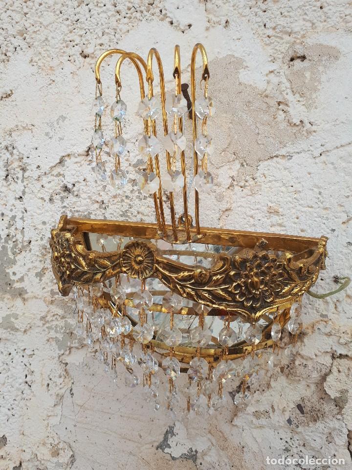 ANTIGUO APLIQUE DE PARED EN BRONCE Y CRISTALES (Antigüedades - Iluminación - Apliques Antiguos)