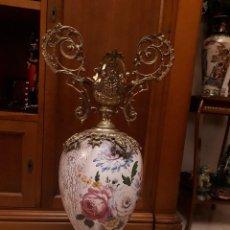 Antigüedades: ESPECTACULAR JARRON DE PORCELANA Y BRONCE. Lote 107368923
