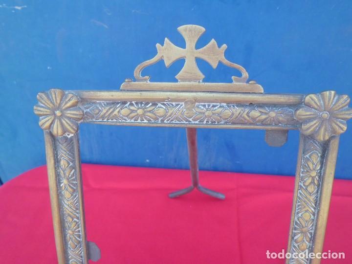 Antigüedades: MARCO AÑOS 40 EN BRONCE CON CRUZ - Foto 2 - 107370651
