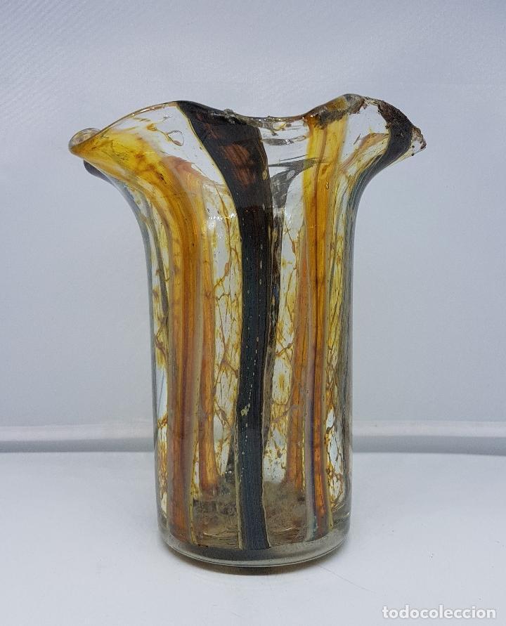 Antigüedades: Jarrón florero antiguo en cristal de murano hecho a mano de la isla de la Laguna véneta ( Italia ) . - Foto 2 - 107419431