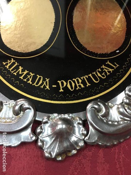 Antigüedades: PRECIOSO MARCO RELIGIOSO ORFEBRERIA - MEDIDA 30X23 CM - ROGAI PRO NOS - ALMADA PORTUGAL - Foto 6 - 107429743