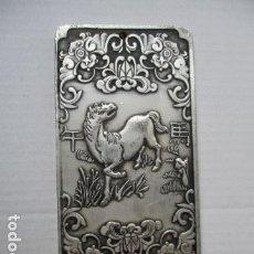Antigüedades: LINGOTE DEL HOROSCOPO CHINO - CABALLO - EN PLATA ORIENTAL DEL TIBET. 130 GRAMOS.. Lote 177249283